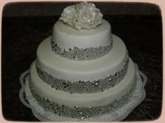 Esküvői torta gyöngyökkel